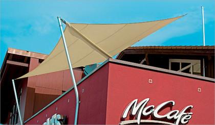 Sonnensegel auf Dachterasse McCafe